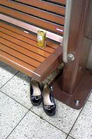 仙川駅の忘れ靴